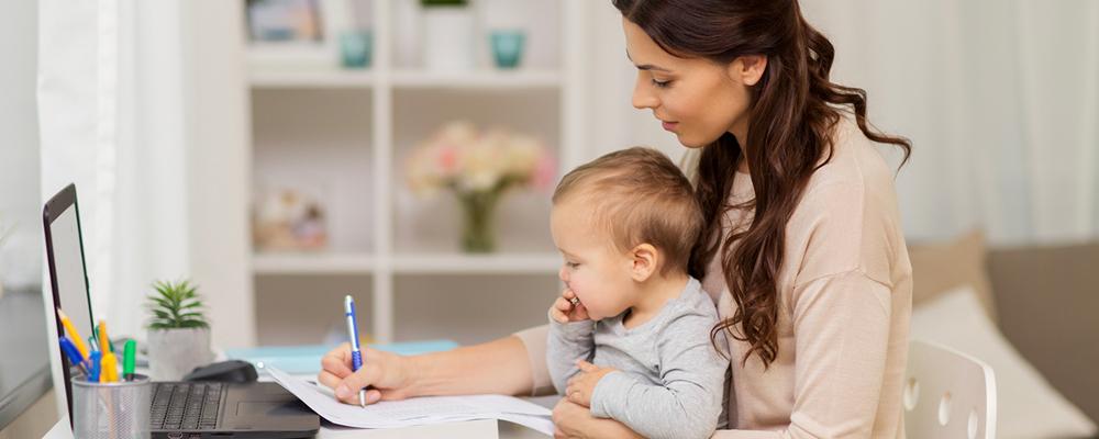 Кружки, дети и мама в декрете